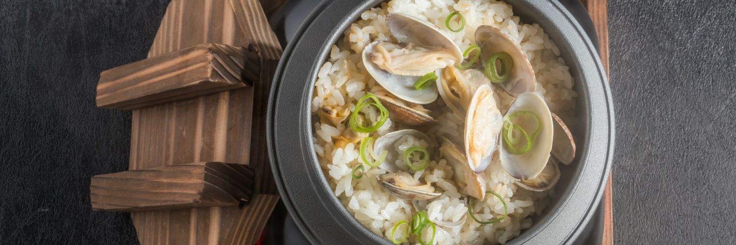 Steamed rice with clams