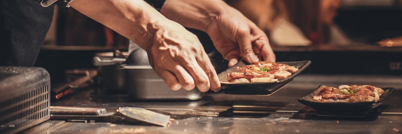 teppanyaki chef holds plate